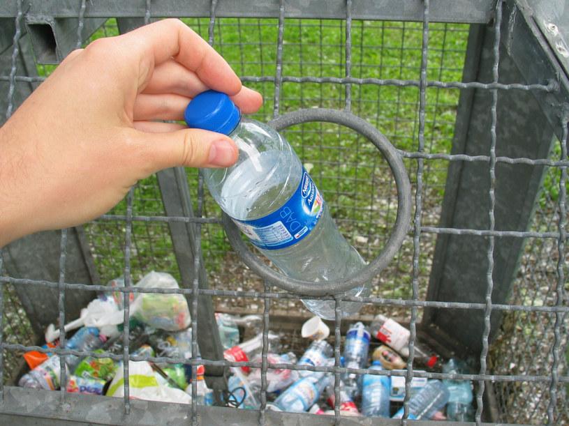 Kaucja ma dotyczyć m.in. wszystkich butelek plastikowych do trzech litrów /Adrian Słazok  /Reporter