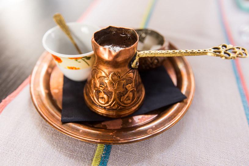Kawa jest mocno zakorzeniona w arabskiej kulturze /123RF/PICSEL