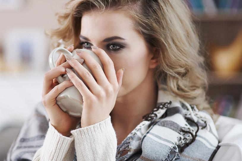 Kawa ma właściwości lecznicze. Trzeba jednak pamiętać, by nie przesadzić z ilością /123RF/PICSEL