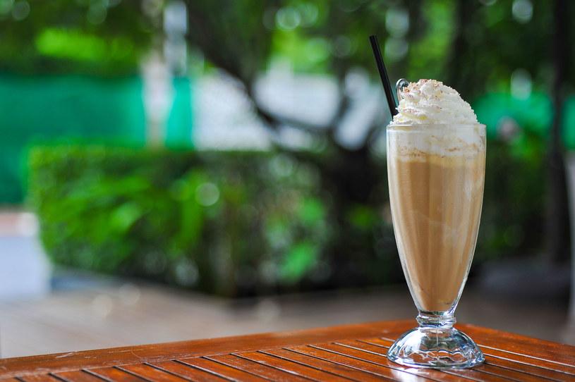 Kawa mrożona idealnie sprawdzi się w upały /123RF/PICSEL