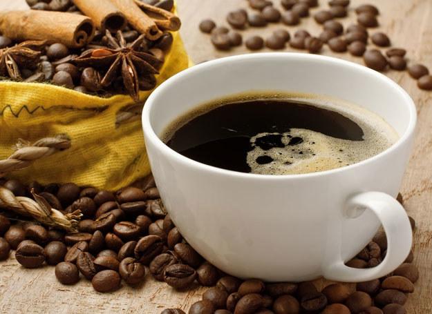 Kawa nie tylko pobudza, ale także zapobiega przedwczesnemu starzeniu się /123RF/PICSEL
