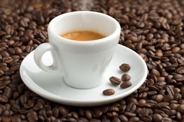Kawa nie tylko stawia na nogi, ale i poprawia pamięć długotrwałą /123RF/PICSEL
