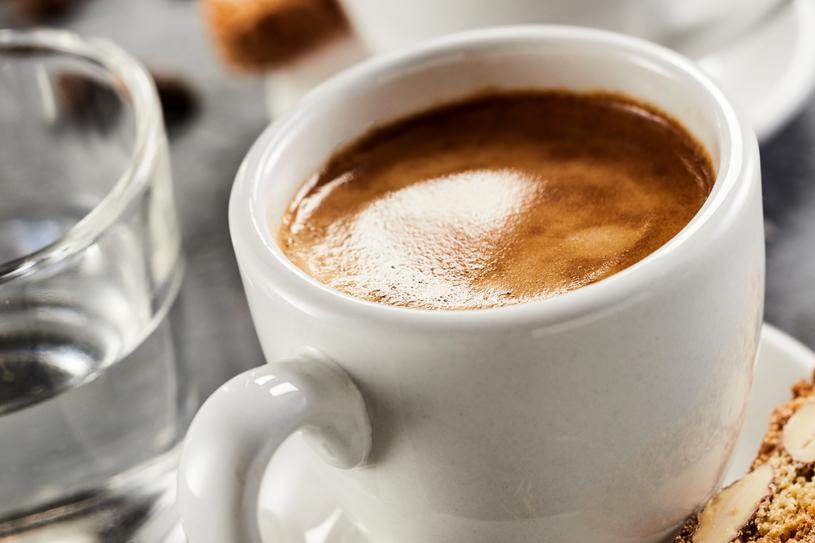 Kawa również zawiera antyoksydanty /123RF/PICSEL