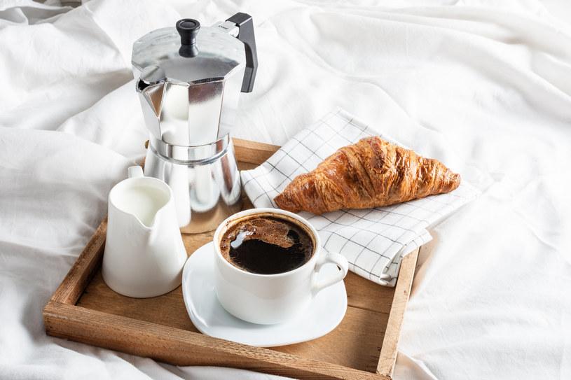 Kawa spożywana przy śniadaniu nie zapewni pożądanego efektu /123RF/PICSEL