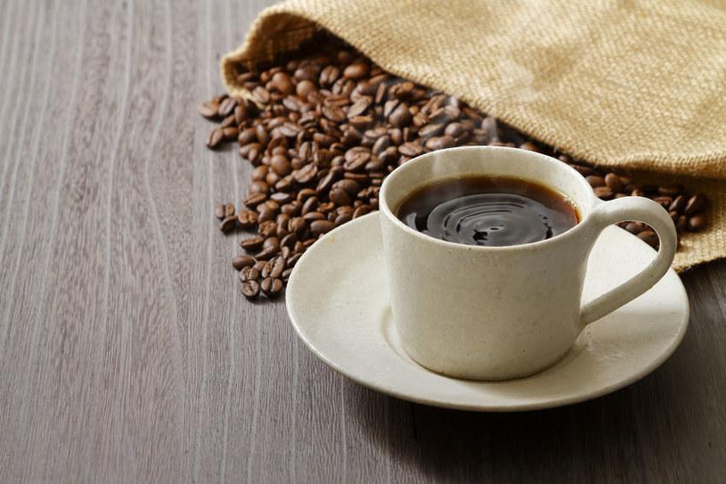 Kawa wpływa na rozmiar kobiecych piersi /123RF/PICSEL