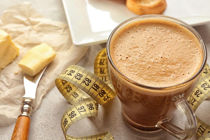 Kawa z masłem /©123RF/PICSEL