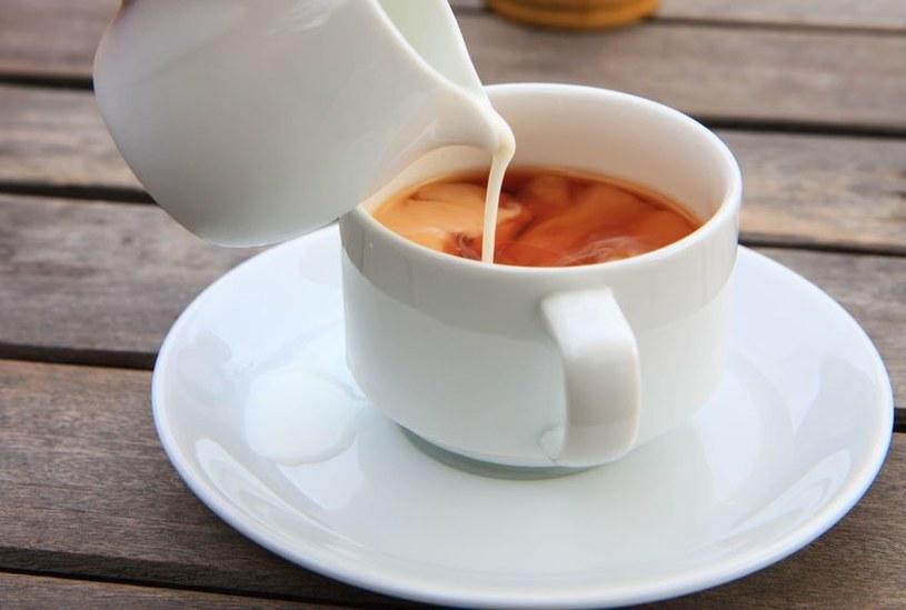 Kawa z mlekiem i cukrem /©123RF/PICSEL