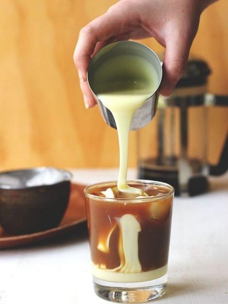 kawa z mlekiem skondensowanym /© Photogenica