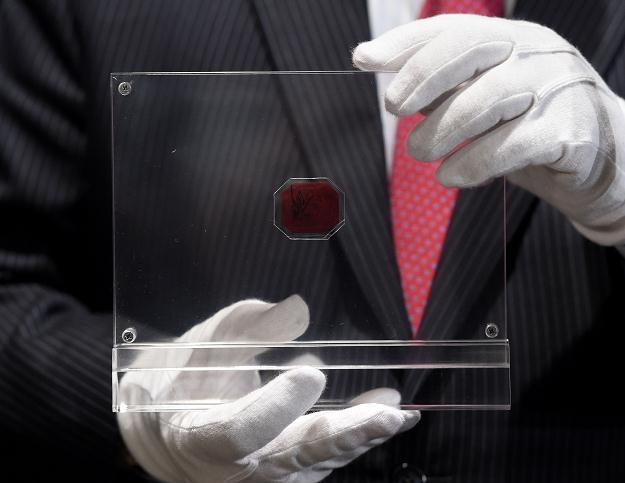 Kawałek różowego papieru za 9,5 mln dolarów /AFP