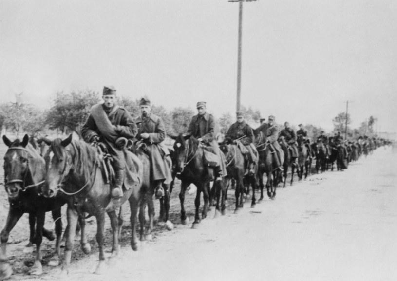 Kawalerię polska po kapitulacji w październiku 1939 roku /zbiory Lecha Królikowskiego /East News