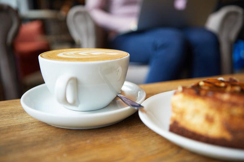 Kawę można pić na wiele sposobów /123RF/PICSEL