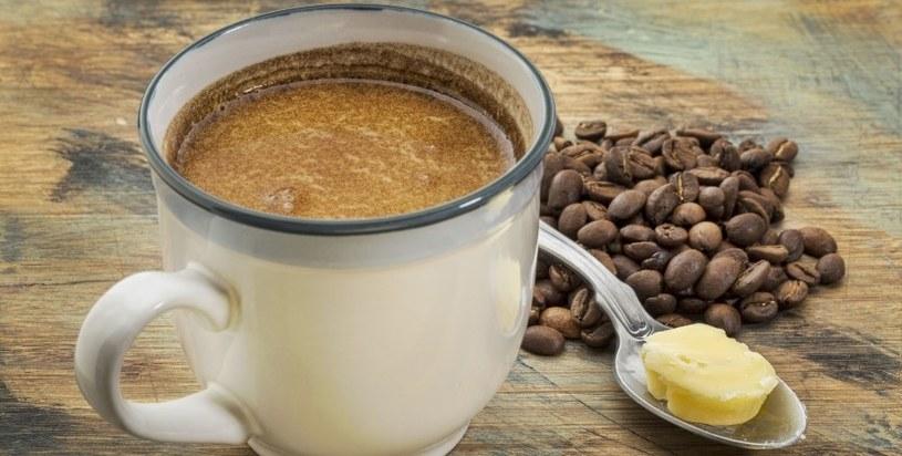 Kawę można pić z dodatkiem masła /123RF/PICSEL