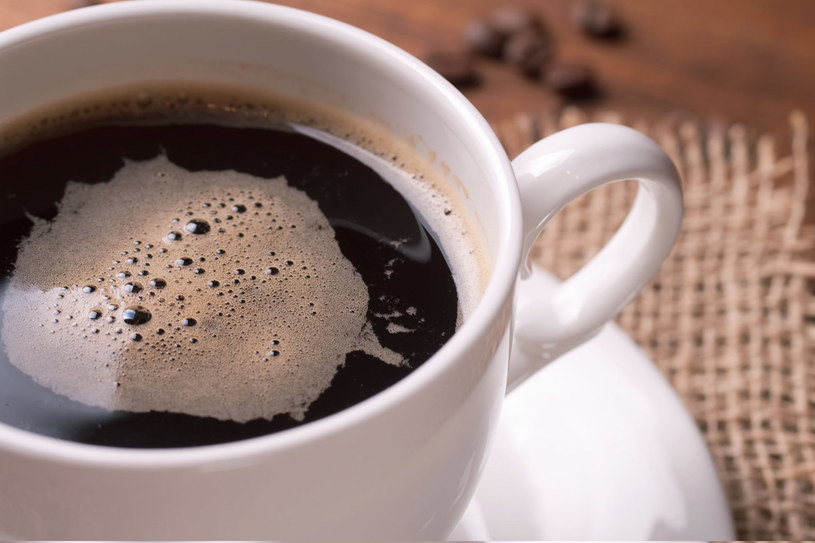 Kawę powinno się pić po posiłku /123RF/PICSEL