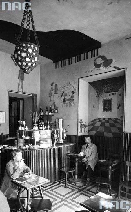Kawiarnia Lajkonik (właściwa nazwa - Krakowianka) w Warszawie /Siemaszko Zbyszko /Ze zbiorów Narodowego Archiwum Cyfrowego