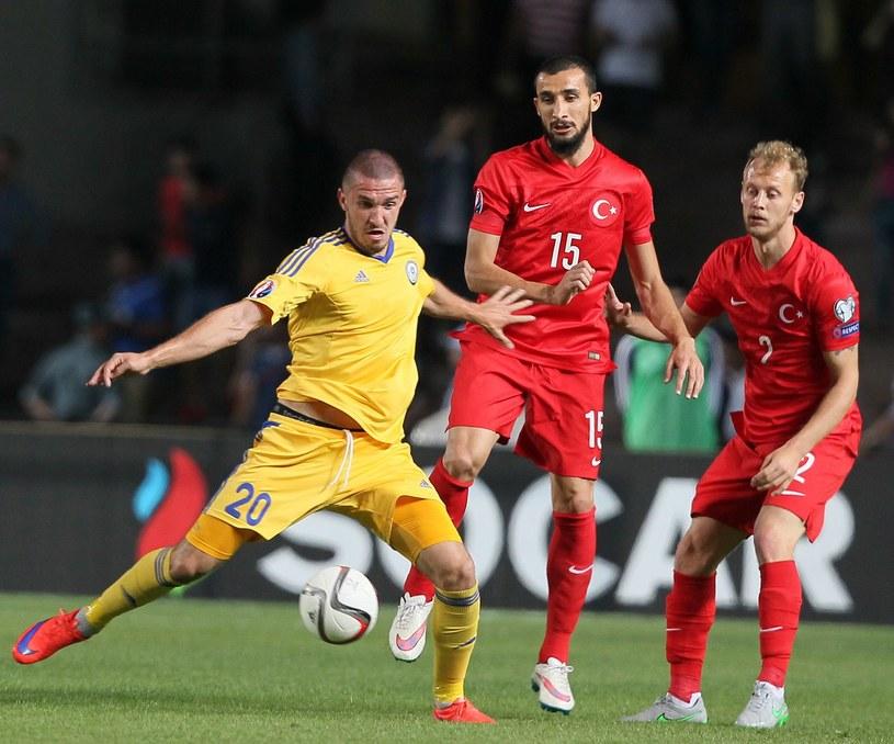 Kazach Siergiej Chiżniczenko (z lewej) /AFP
