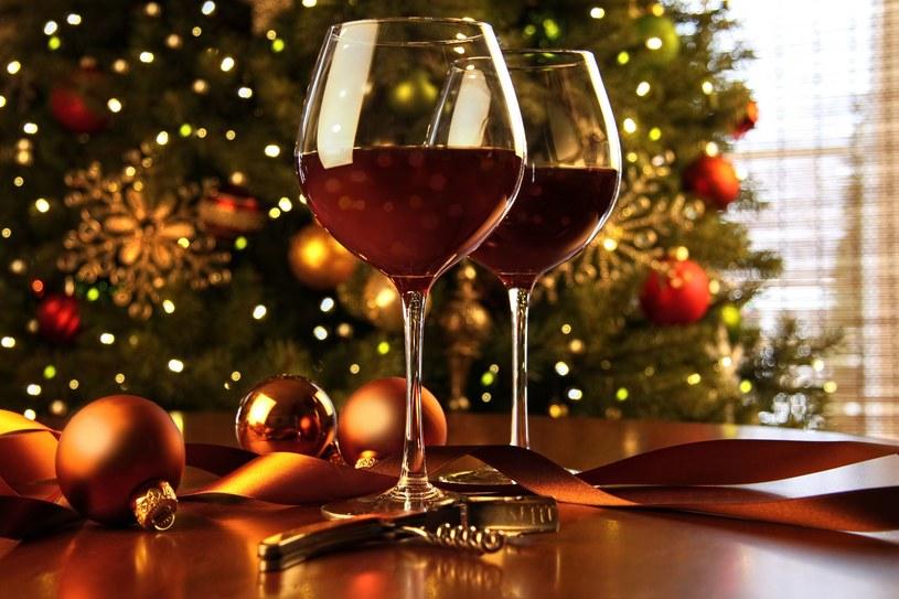 """Każda ilość alkoholu szkodzi ciężarnej i jej dziecku! Święta nie są usprawiedliwieniem nawet do symbolicznego """"zamoczenia ust""""! /123RF/PICSEL"""