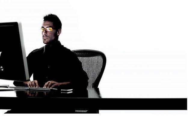 Każda osoba siedząca kilka godzine przez komputerem zna Syndrom Widzenia Komputerowego /materiały prasowe