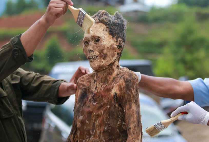 Każde ciało zmarłej osoby należy rytualnie obmyć /SEVIANTO PAKIDING /East News