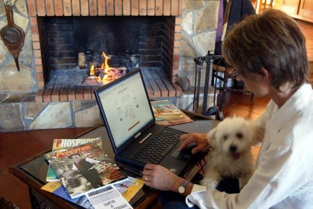 Każde gospodarstwo domowe w Unii do 2013 roku powinno mieć dostęp do szerokopasmowego internetu /AFP