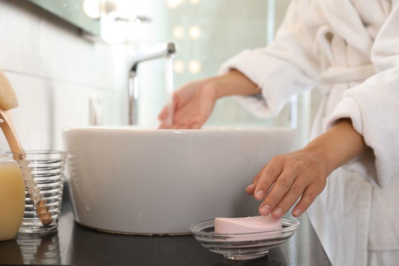 Każde użyte mydło hotelowe pozyskane przez Clean the World jest poddawane specjalnemu procesowi oczyszczania /123RF/PICSEL