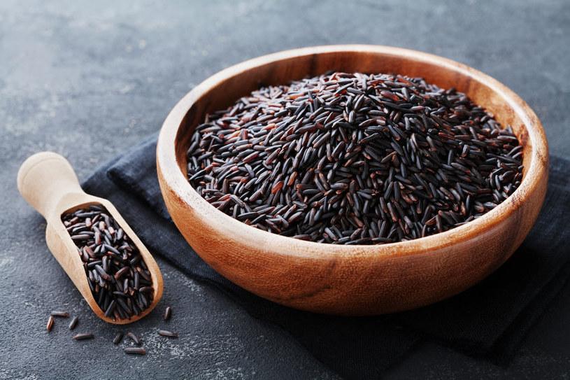 Każde ziarenko czarnego ryżu zawiera cenne wartości odżywcze /123RF/PICSEL