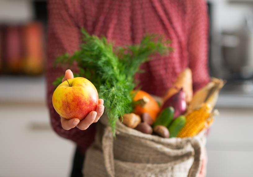 Każdego dnia na detoksie jedz 1-2 jabłka /123RF/PICSEL