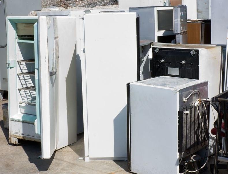 Każdego roku gospodarstwa domowe wytwarzają ponad 300 tys. ton elektrośmieci, m.in. lodówek i pralek. /123RF/PICSEL