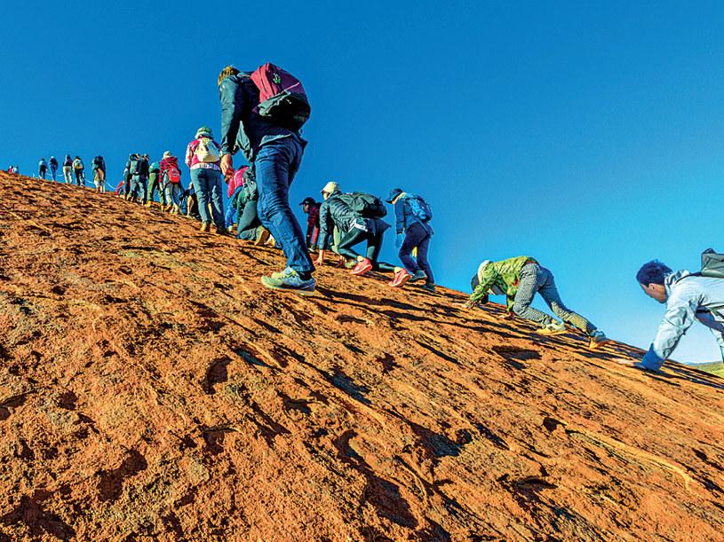 Każdego roku na górę wspinało się ponad 400 tysięcy turystów /21 wiek