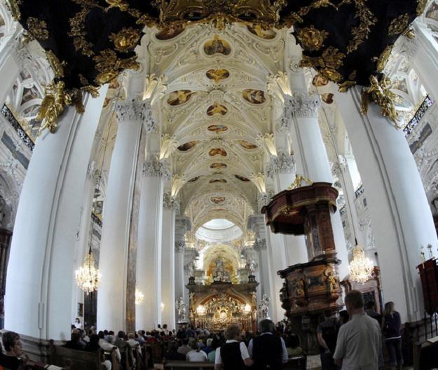 Każdego roku przybywa tu blisko półtora miliona ludzi /Przewodnik Katolicki