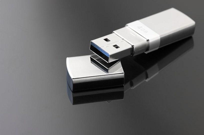 Każdego roku w brytyjskich pralniach ginie 22 266 pamięci USB /123RF/PICSEL