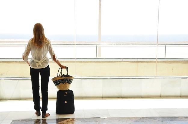 Każdemu, kto do celu podróży dotrze z co najmniej trzygodzinnym opóźnieniem przysługuje 600 euro /©123RF/PICSEL