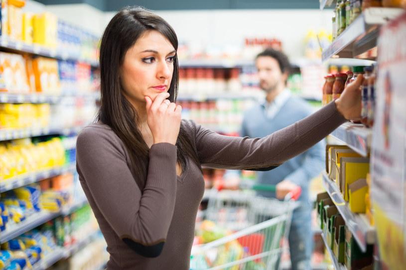 Każdy alergik musi koniecznie dokładnie sprawdzać na etykietach skład produktów /123RF/PICSEL