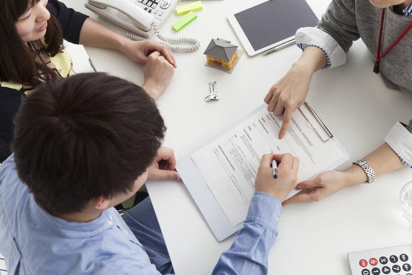 Każdy bank posiada własne metody obliczania zdolności kredytowej /123RF/PICSEL
