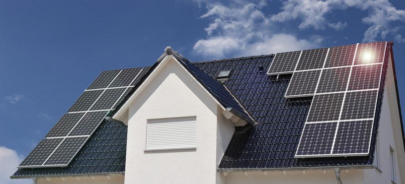 Każdy, kto produkuje energię elektryczną i wprowadza ją do sieci elektroenergetycznej, musi wziąć na siebie odpowiedzialność za stabilność systemu /123RF/PICSEL