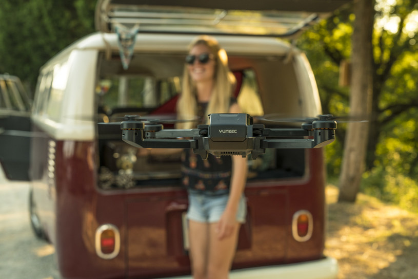 Każdy może nauczyć się latać dronem /materiały prasowe