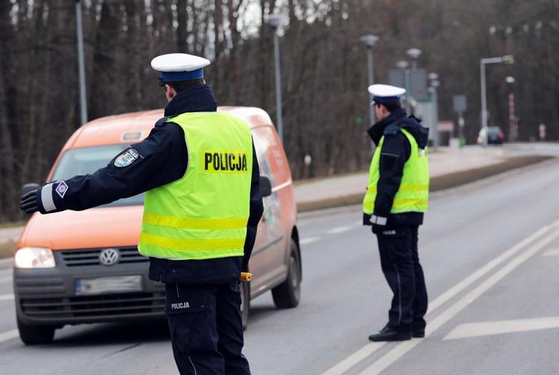 Każdy okres świąteczny to czas wzmożonych policyjnych kontroli /Piotr Jędzura /Reporter