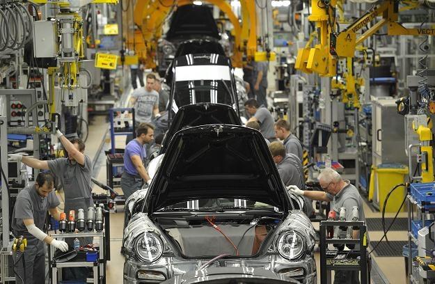 Każdy pracownik Porsche dostanie wysoką premię /AFP