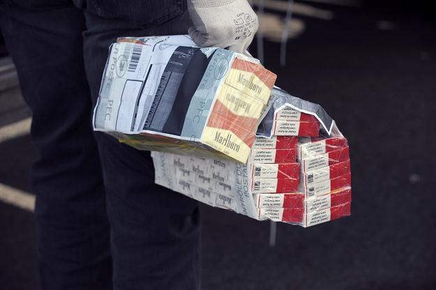 Każdy spawdzi legalność banderoli akcyzowej /AFP