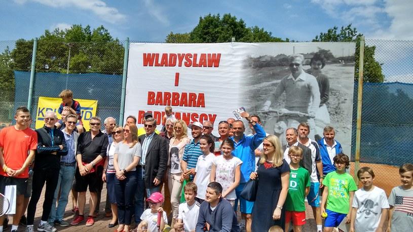 Każdy uczestnik memoriału chciał mieć zdjęcie z Urszulą Radwańską /INTERIA.PL