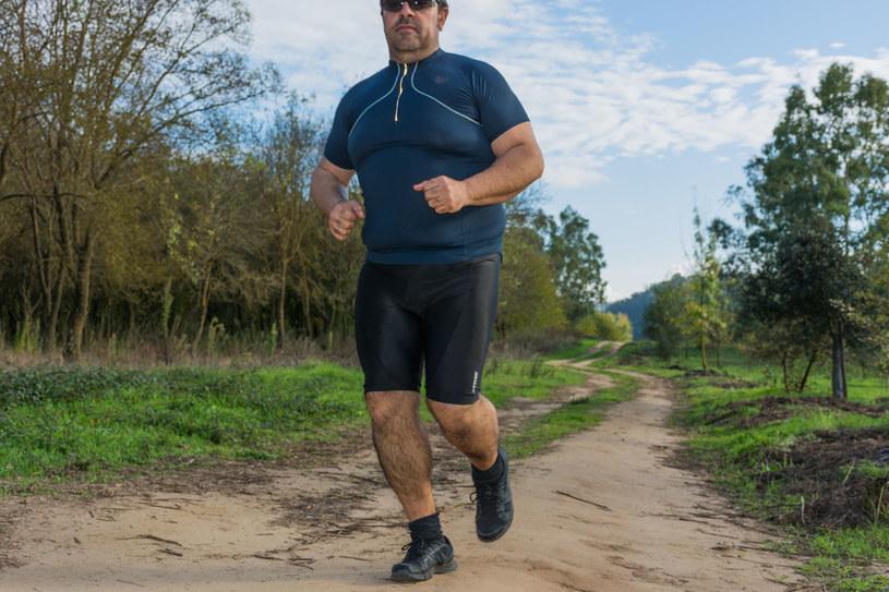 Każdy z nas zna kogoś, kto pomimo nadwagi jest aktywny fizycznie /123RF/PICSEL