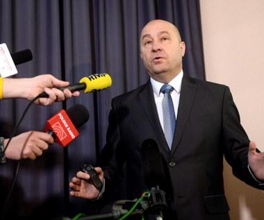 Kazimierz Greń tłumaczy się na konferencji prasowej