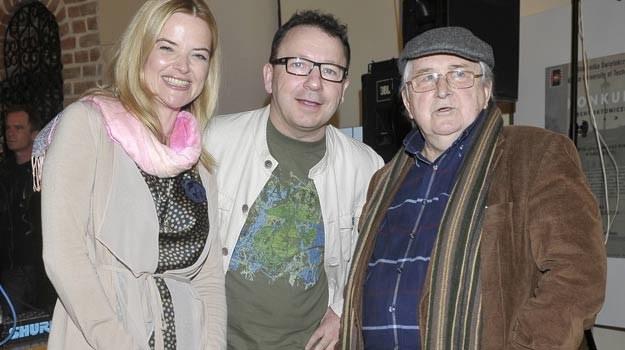 Kazimierz Kutz w towarzystwie Zbigniewa Zamachowskiego i Moniki Richardson /AKPA