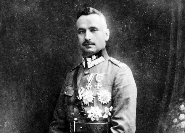 Kazimierz Sosnkowski, generał dywizji - fotografia pozowana w atelier /Z archiwum Narodowego Archiwum Cyfrowego