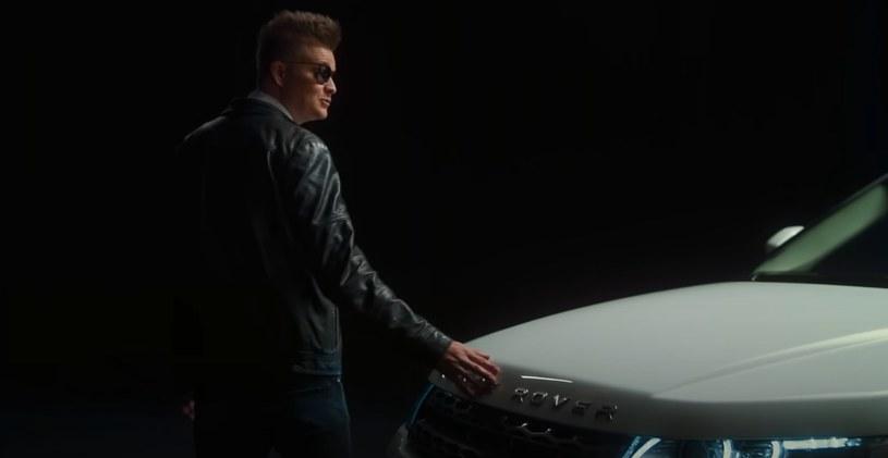 """""""Kazma"""" żegna się ze swoim samochodem. Czy komukolwiek uda się odnaleźć zakopane pod ziemią auto? /YouTube"""