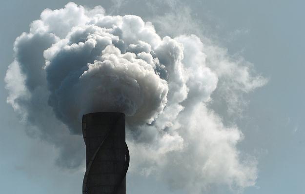 KE chce trzydziestoprocentowej redukcji emisji CO2 /AFP
