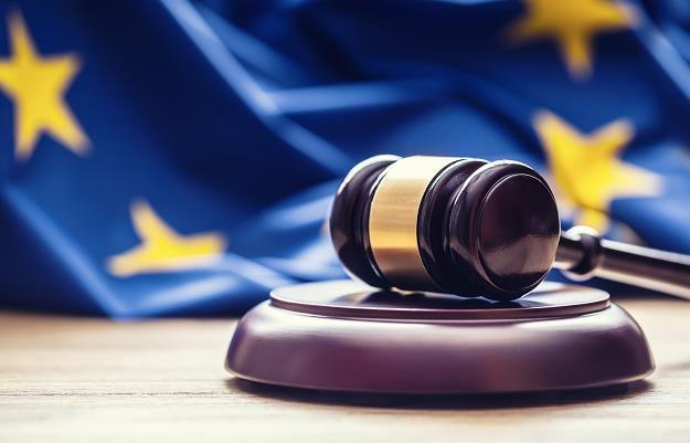 KE wszczyna wobec Polski procedurę ws. naruszenia prawa UE /©123RF/PICSEL