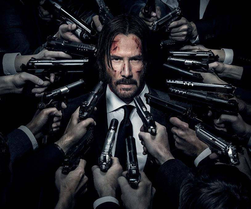"""Keanu Reeves na plakacie filmu """"John Wick 2"""" /materiały dystrybutora"""