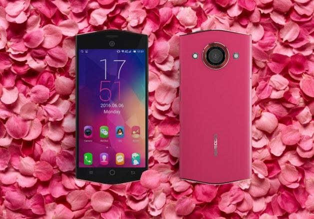Keecoo K1 to smartfon przeznaczony dla kobiet /materiały prasowe