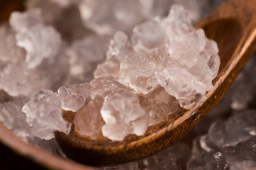 Kefir wodny ma łagodny, orzeźwiający smak, możesz dodać do niego dowolne owoce /Picsel /123RF/PICSEL