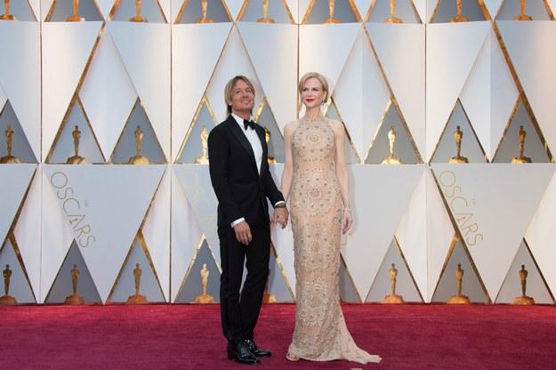 Keith Urban i Nicole Kidman w sukience od Armaniego na ubiegłorocznej oscarowej gali /Mike Baker / ¬©A.M.P.A.S. /PAP/Photoshot